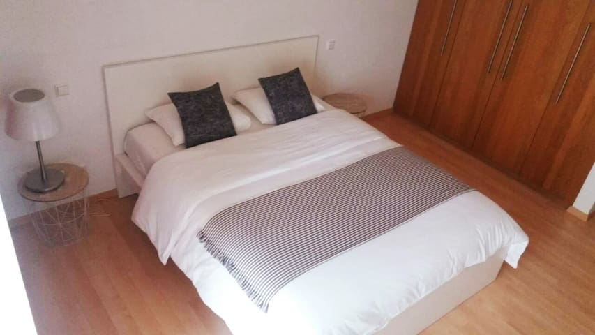 Cosy Flat-100m(3beds)-City Center