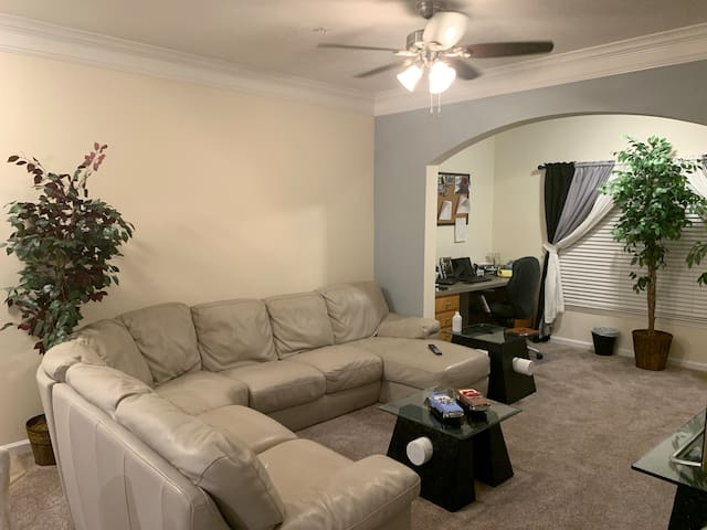 Apartment (extra clean) near to Disney. Champ gate