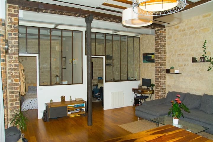Modern and comftable loft next to the subway