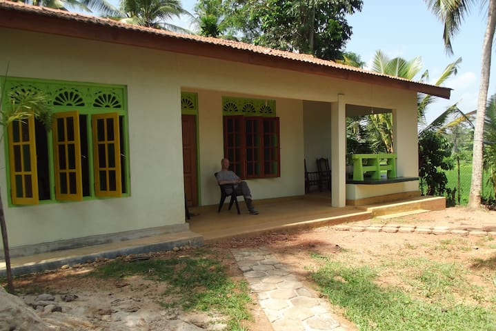 Rathnas Paddyfield House, Matammana - Gampaha - House