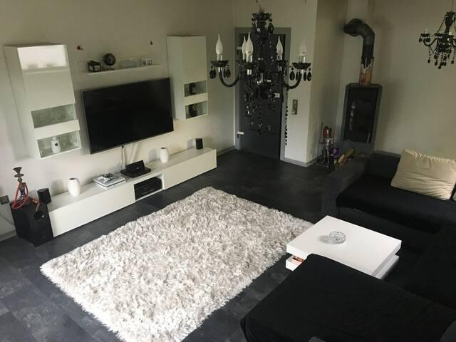 100Qm schöne Wohnung mit Terrasse