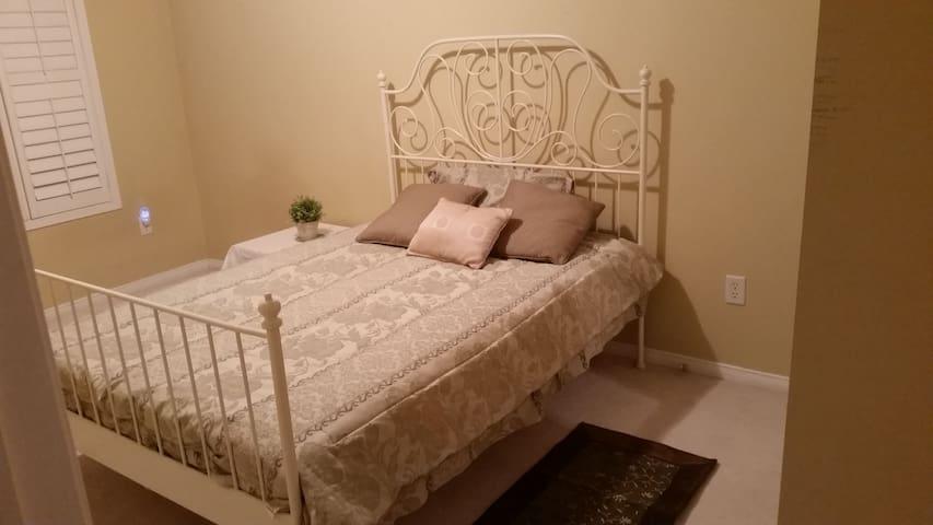 Spacious and comfortable bedroom - Markham - Rumah