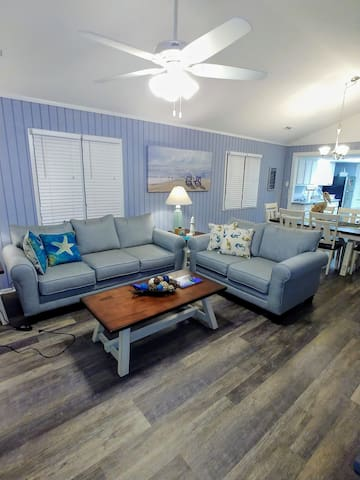 Totally Renovated Beach House Close to the Ocean!