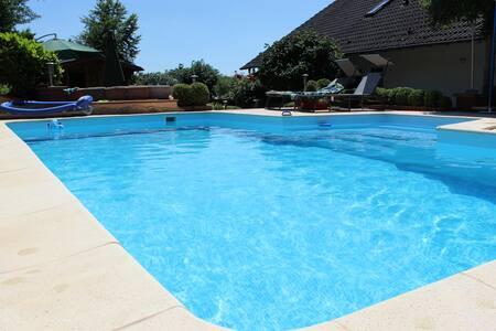 Gemütliche Ferienwohnung mit Pool