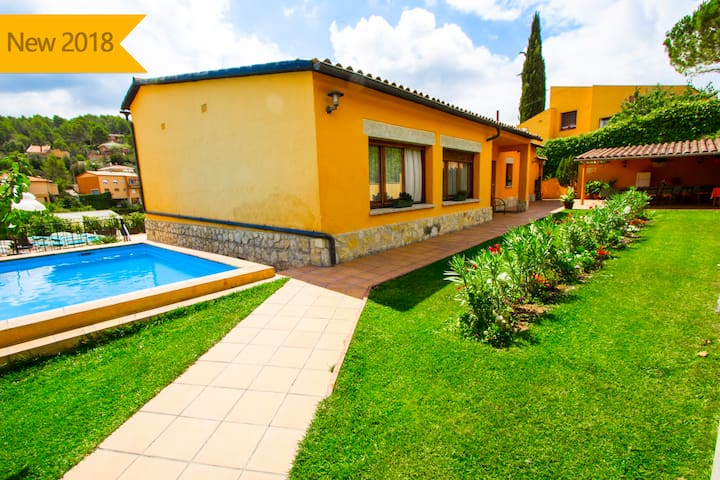 Catalunya Casas: Adorable Villa La Llacuna with a private pool, on the outskirts of Barcelona!