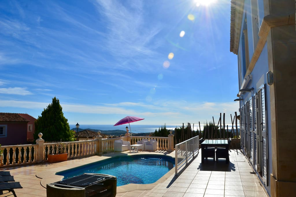 Terrace & swimming pool with 180° see view