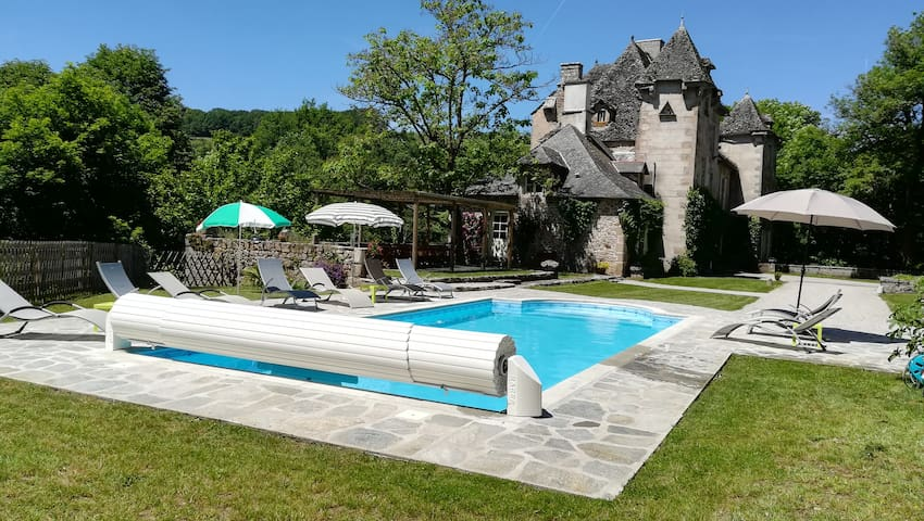 La vie de château dans le Cantal.
