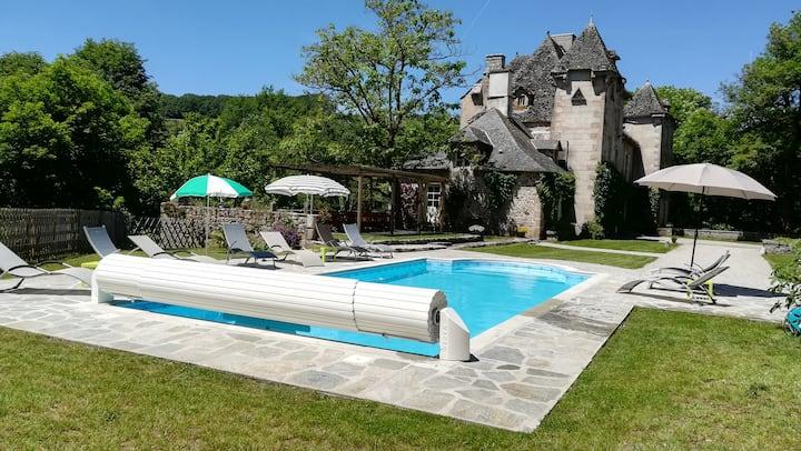 La vie de château dans le Cantal