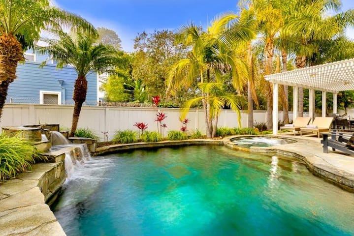 Beautiful Home + Pool, Hot Tub, Fire Pit, Walk to Beach & Del Mar Track!