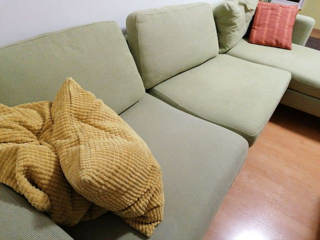 Budapest center cozy couch for rent