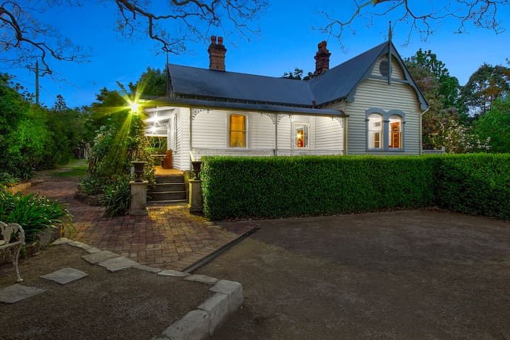 An 1860 Heritage Cottage - Plynlimmon at Kurrajong