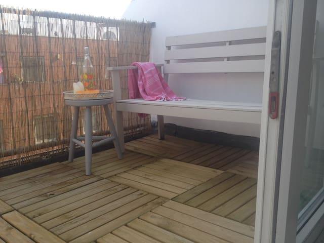Room with a sunny balcony, close to the centre - Den Haag - Apartament