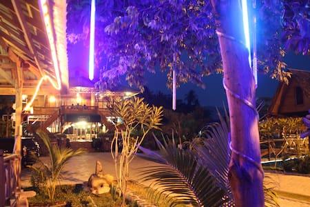 Rumah Apung Palanta Roemah Kajoe - South Padang