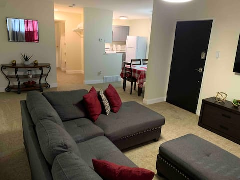 KING BED!! Centrally located near Pennypack Creek.