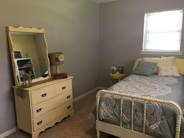 Inviting single room@cozyhome - Elkins - House