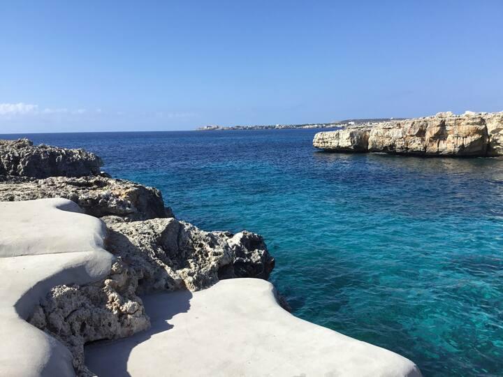 Claudia enamora Menorca