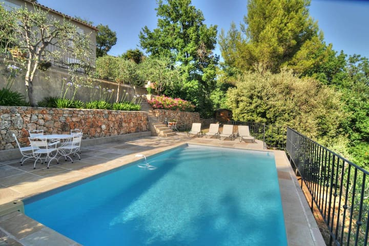 Speracedes luxury 3 bedroom villa with pool