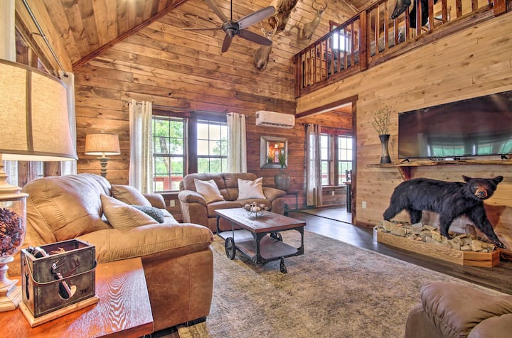 NEW! Secluded Log Cabin w/ 2 Decks + Lake Access
