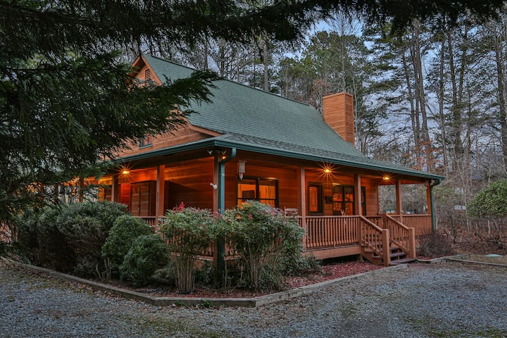 Knotty Pine Cabin is a cozy 2 bed 2 bath cabin with wrap around decks and outdoor firepit.
