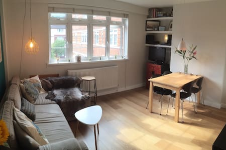 Bright, airy double room by Tower Bridge - Apartemen
