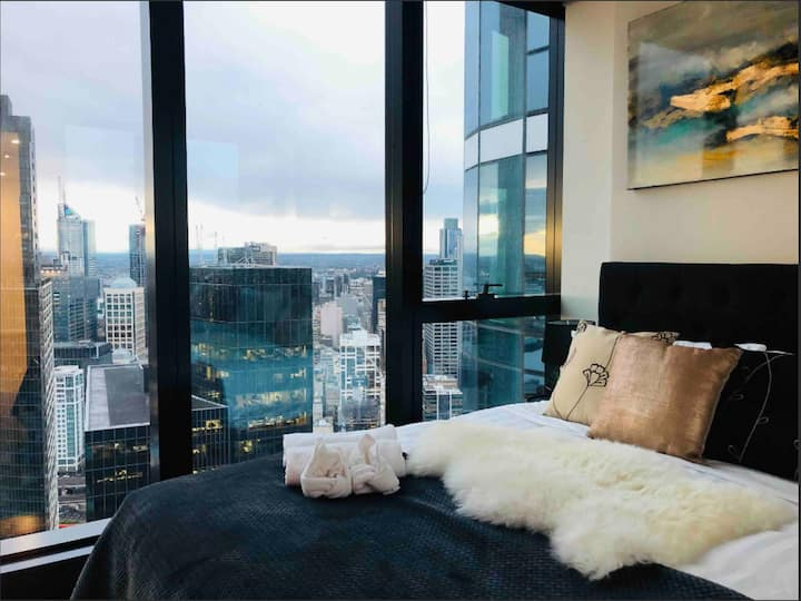 Stylish APT With CBD View  in Southbank *WIFI/POOL