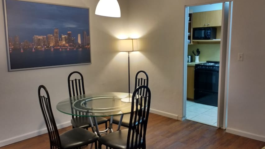 Spacious Miami Apartment behind Dadeland Mall!