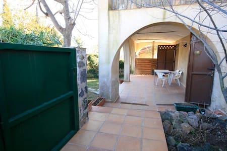 Casa acollidora i confortable - Sant Joan les Fonts - Casa