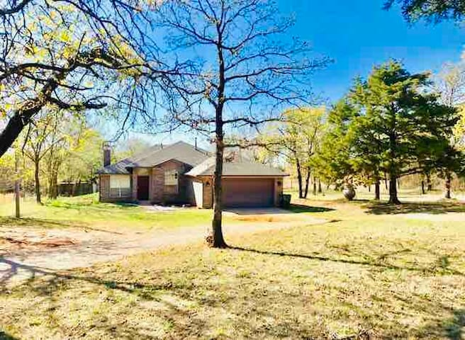 Norman Thunderbird Farmhouse-Lake/OU/Hike/Bike-5ac