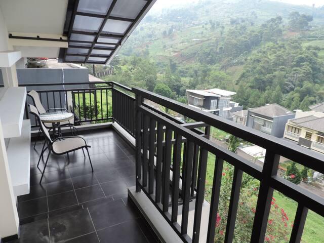 Villa Hasan Mansion - Dago Hills View