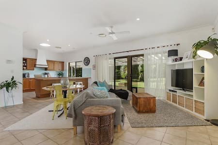 Beautiful home close to Theme Parks - Upper Coomera