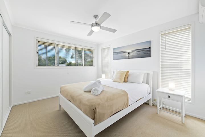 Queen room with aircon & TV
