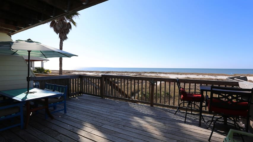WOW, Beautiful Remodeled 3 bd/3 ba Oceanfront Home