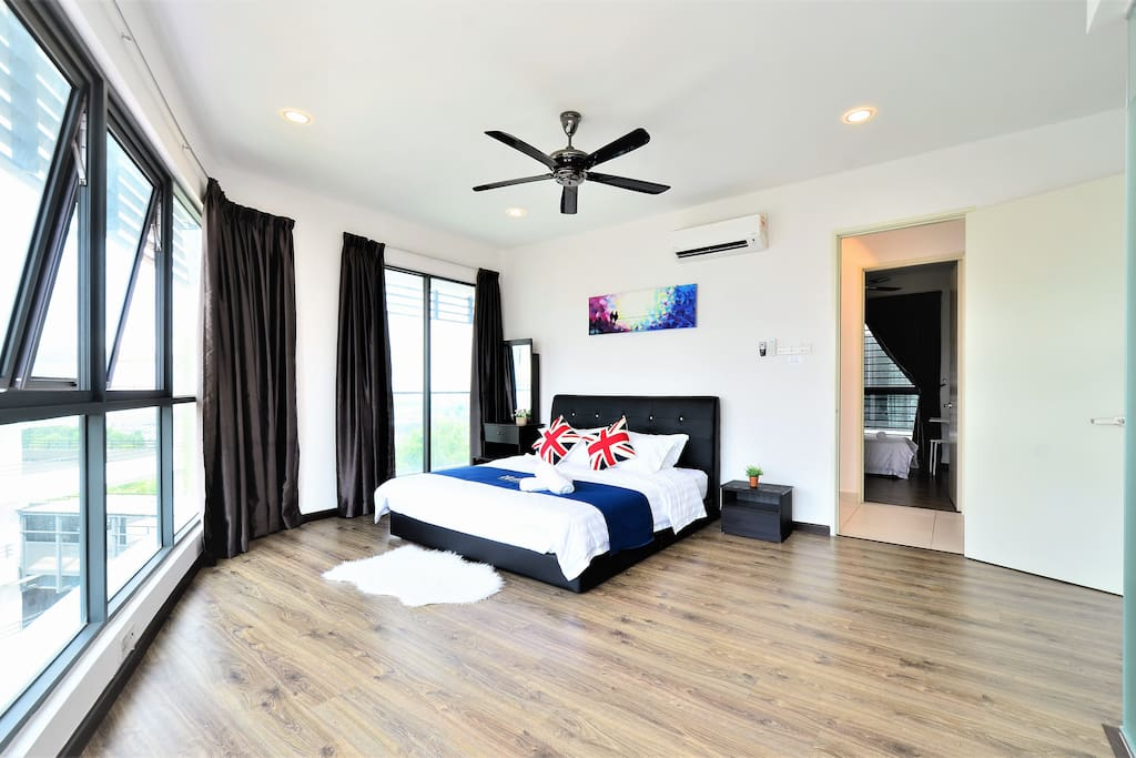 Large & Comfortable Master Bedroom ♡♡