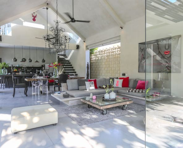 Prana 3 Bedroom Ultra Modern Design Villa, Umalas - Kuta Utara - Casa de campo