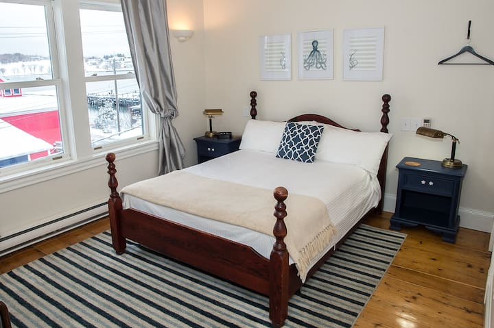 Cosy room overlooking Lunenburg Harbour