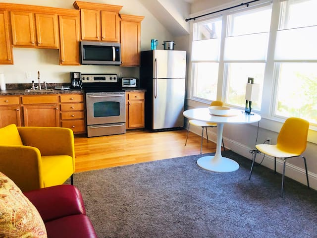 Cozy Carriage House in Historic Springfield