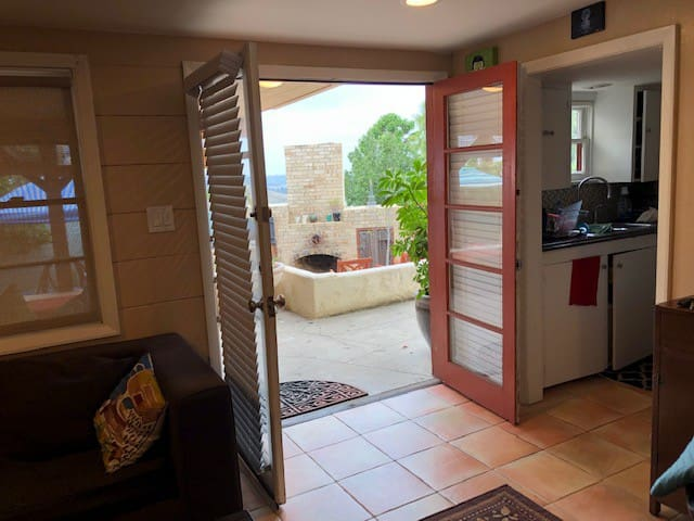 Private apartment minutes from San Diego