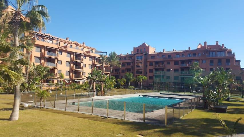 Playa Granada  -  playa, golf, Alhambra y ski.