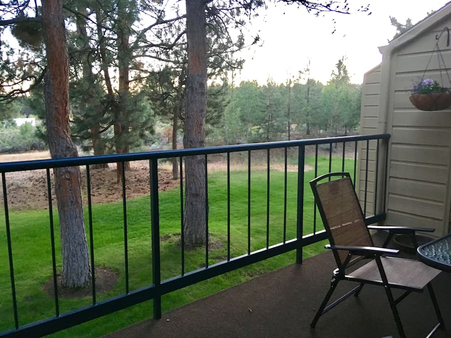 Outdoor seating for 4 on balcony