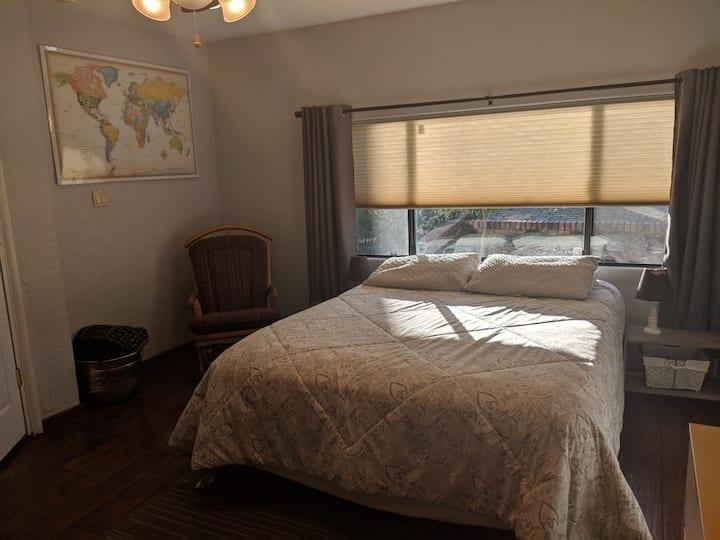 Private room & 3/4 bath in Redding
