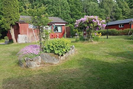 Swedish cottage by the lake Boren - Borensberg - Stuga