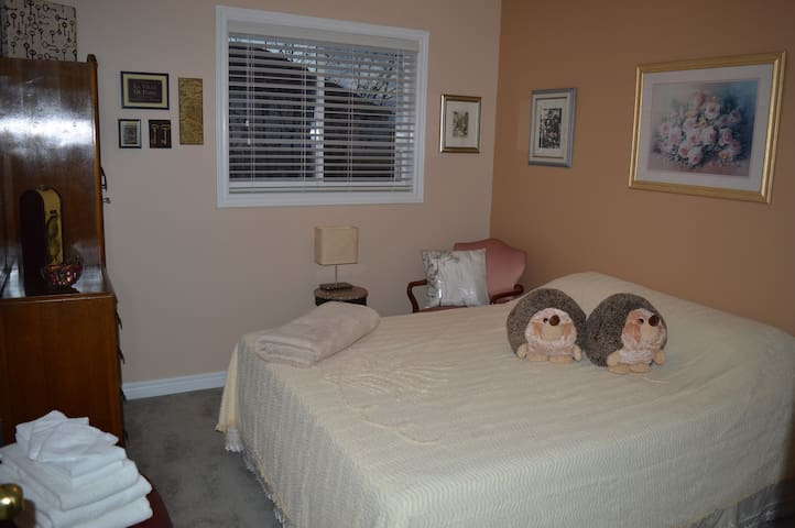 1-Night Stays Welcome! - Private Room w. Queen Bed - Burlington - Maison