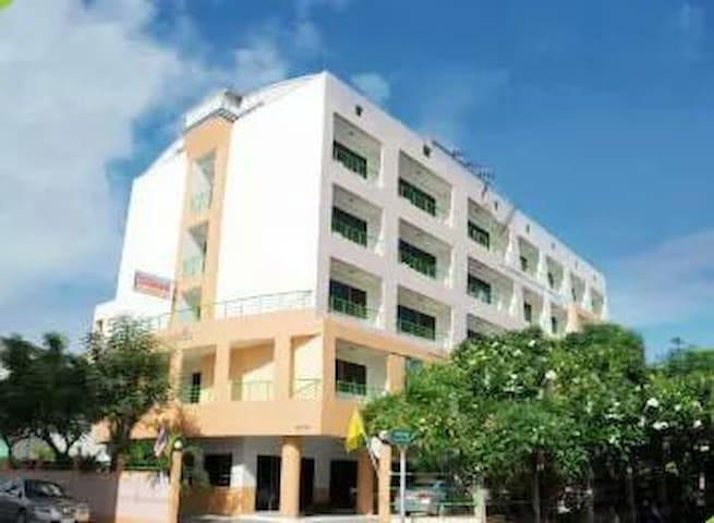 Central Place Hotel - Tha Pradu - Apartemen