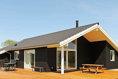 Belle maison de vacances avec bain à remous à Frørup Funen