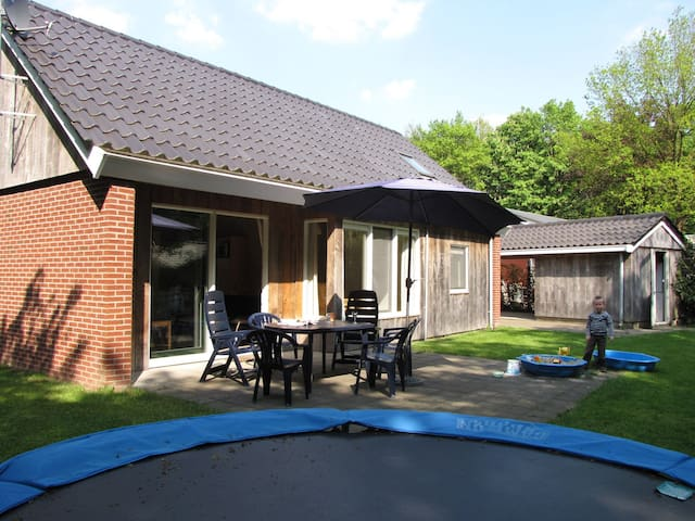 Top Familie bungalow Trampoline omheinde tuin