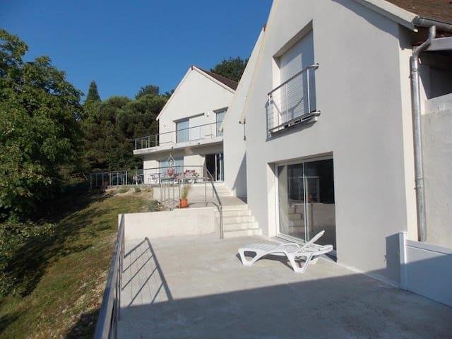 studio rdc vue sur la vallée de la Loire