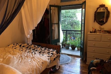 Garden sanctuary terrace in the heart of Newtown - Enmore