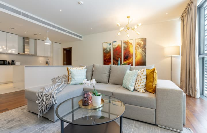 Fully Upgraded Gorgeous Apartment in City Walk