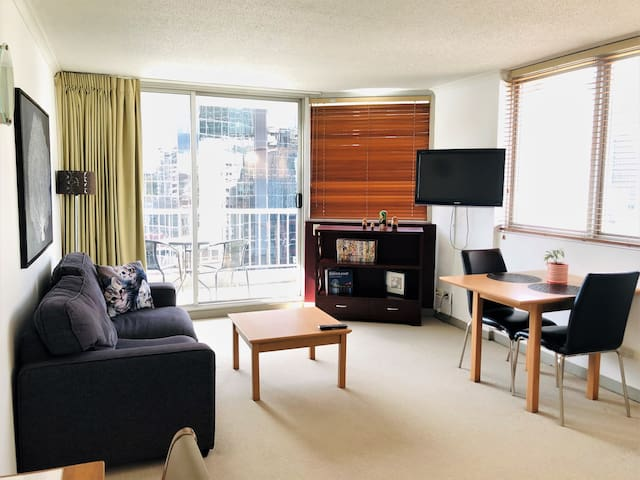 1506 City views, unlimited wifi, great hosts