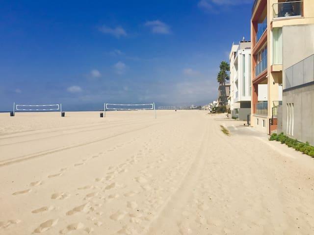 Romantic Beach Oasis Just Steps to Pristine Beach